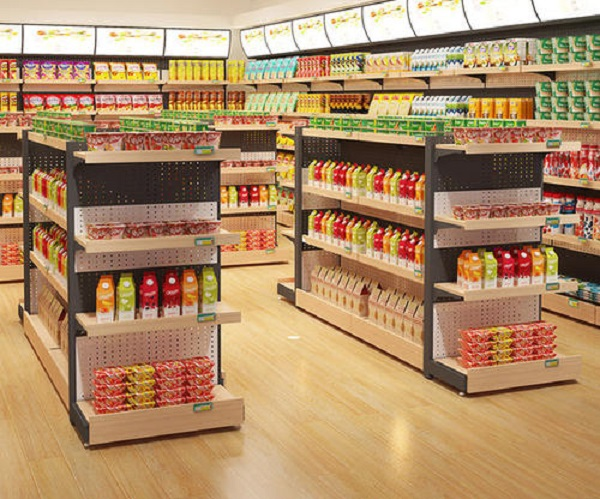 How to arrange the space between supermarket wooden shelf